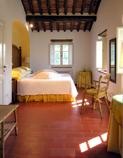 Il mulinetto house villa for holiday rental near lucca tuscany Master bedroom clementi rent